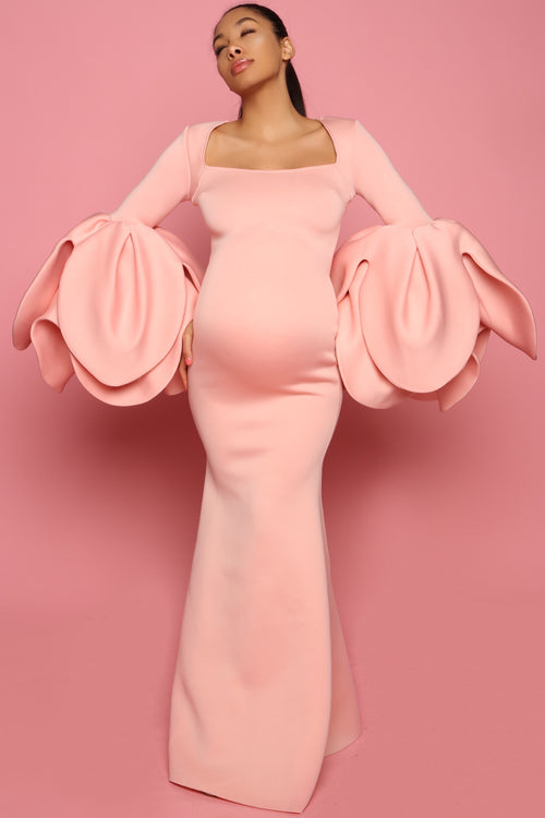 Pink glamorous maternity gown for photoshoot