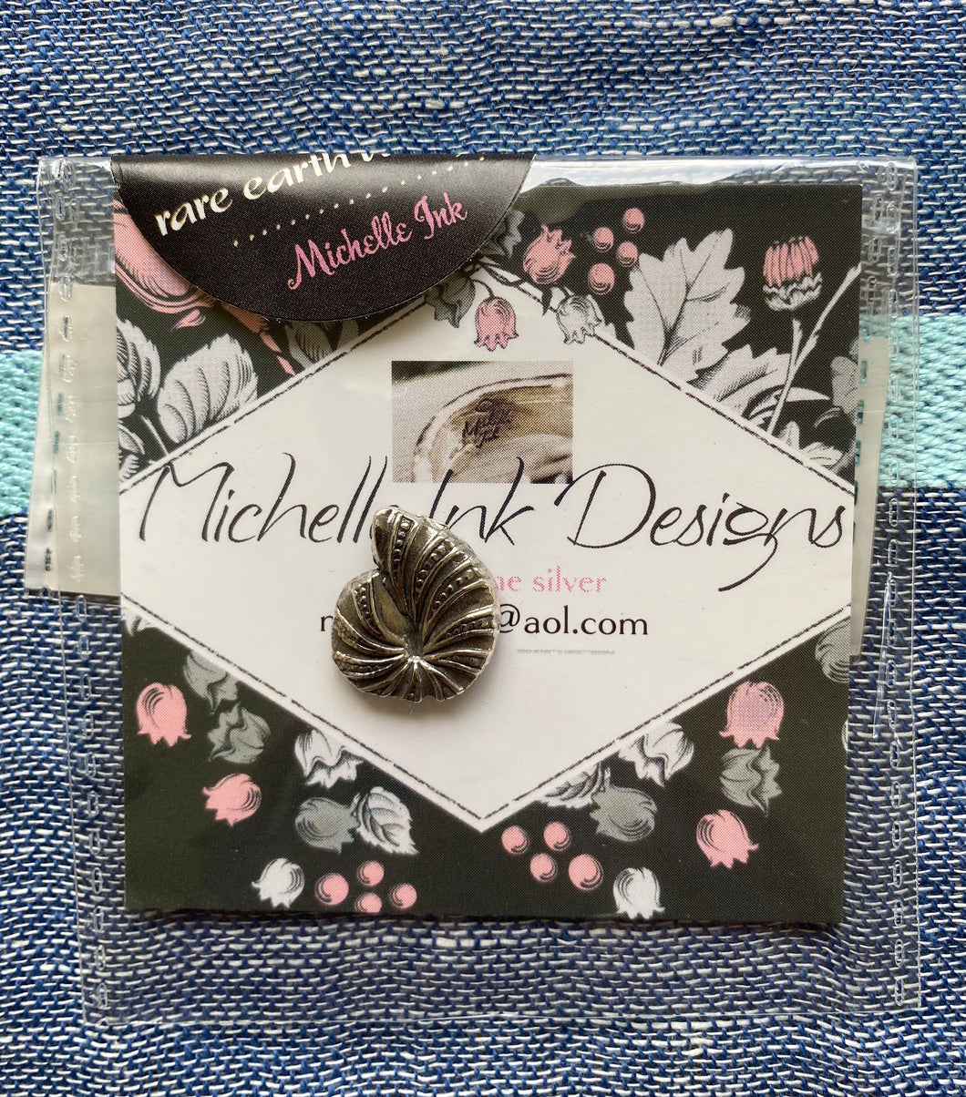 Michelle Ink Shell Needle Magnet