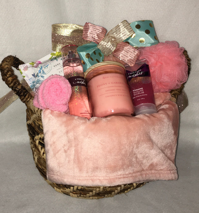 Classic Comfort and Happy Thoughts ... Hmmm Perfect! This Extra-large basket is filled with all the perfectly selected necessities for someone to relax and chill. Filled with hand-selected items for your special someone. Perfectly made for a birthday, engagement, new home, anniversary, newly married, retired, or simply because you care! This gift may be customized by size, color, fragrances, gender, and made for two. This gift is one of our