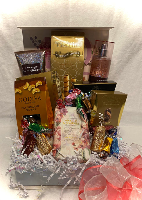 Bath and Treats in a Box ... is a Perfect Selection for that Someone Special! This gift will allow your recipient to enjoy a specially selected bath and body treats with delightful and delicious treats. Perfect for that chocolate lover to enjoy and relax!