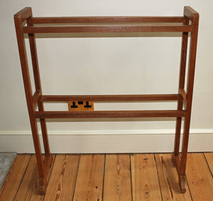 <p>Rare antique Arts & Crafts Heals oak towel rail.</p>