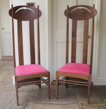 <p>Pair of high quality oak reproduction Charles Rennie Mackintosh Argyle chairs.</p>
