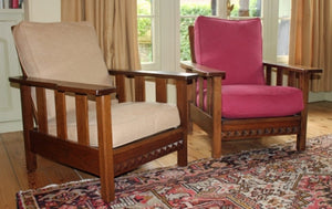 <p>Pair of beautiful antique Arts & Crafts reclining oak chairs.</p>