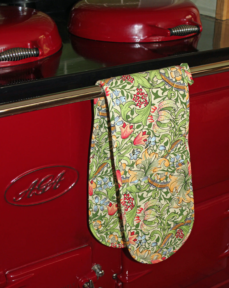 <p>Double oven glove in William Morris Golden Lily design.</p>