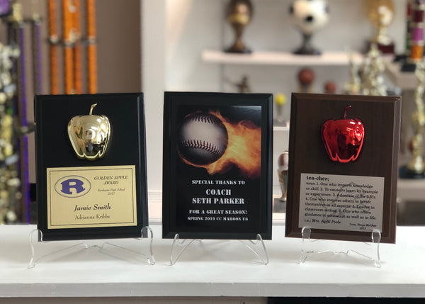 "6"" x 8"" plaques featuring different color boards, plates, and engraving."