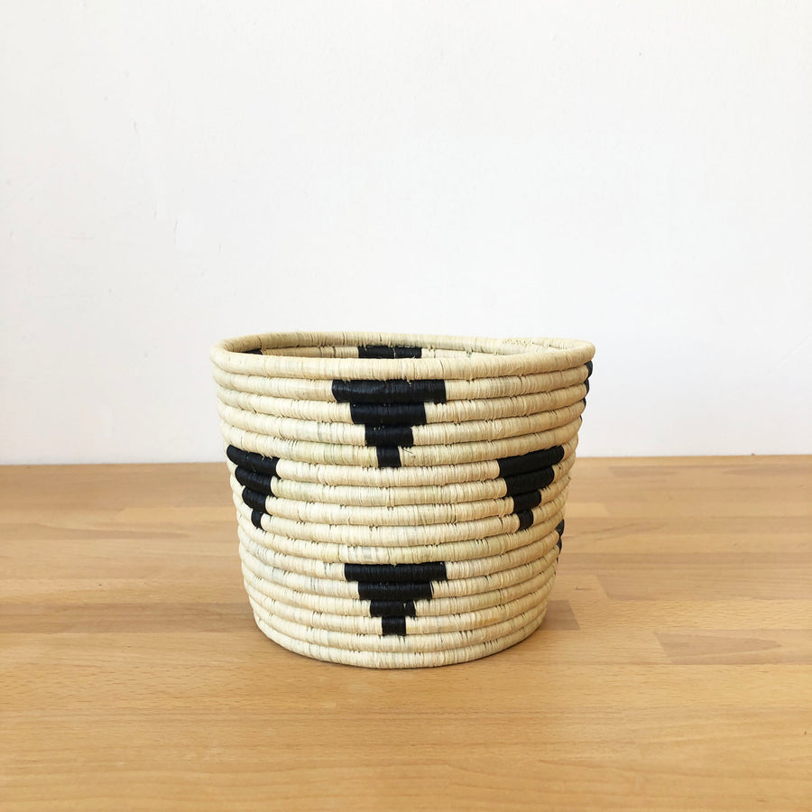 Mirango Basket Planter