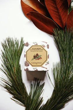 Carriere Freres Siberian Fir and Galle Cinnamon candle.