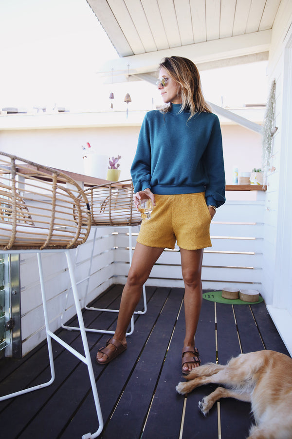 Model wearing the lady & the sailor Weekend Short in Golden Hour Boucle.