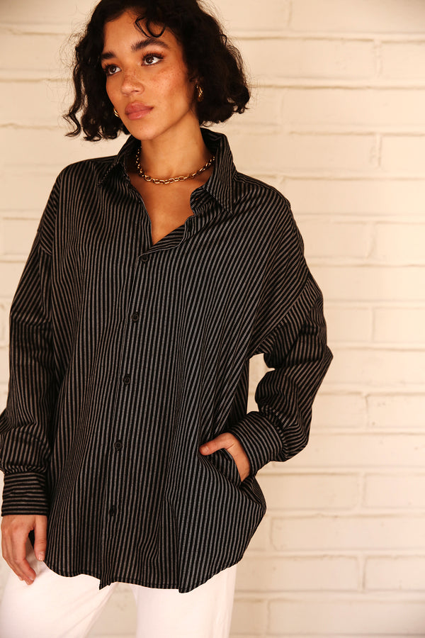 Model wearing the lady & the sailor Sunday Shirt in Black Stripe.