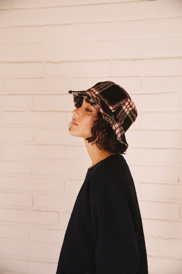 FLANNEL BUCKET HAT IN PLAID