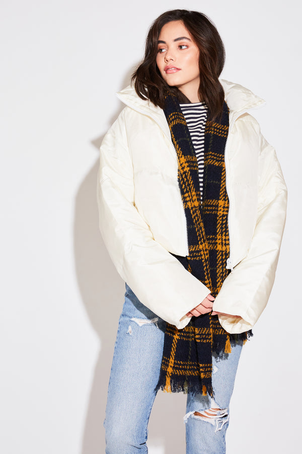 CROPPED PUFFER JACKET IN IVORY