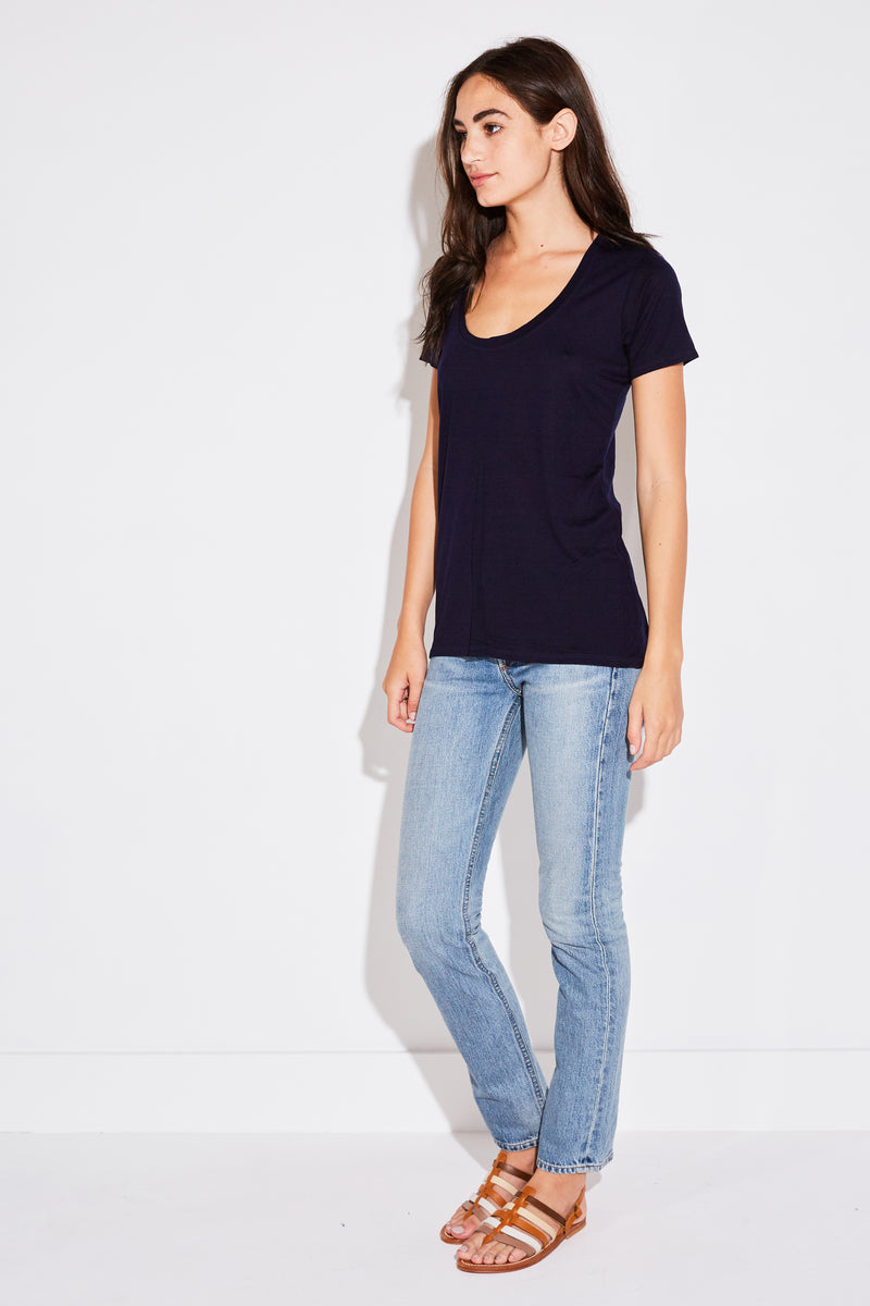 BASIC TEE IN NAVY TENCEL