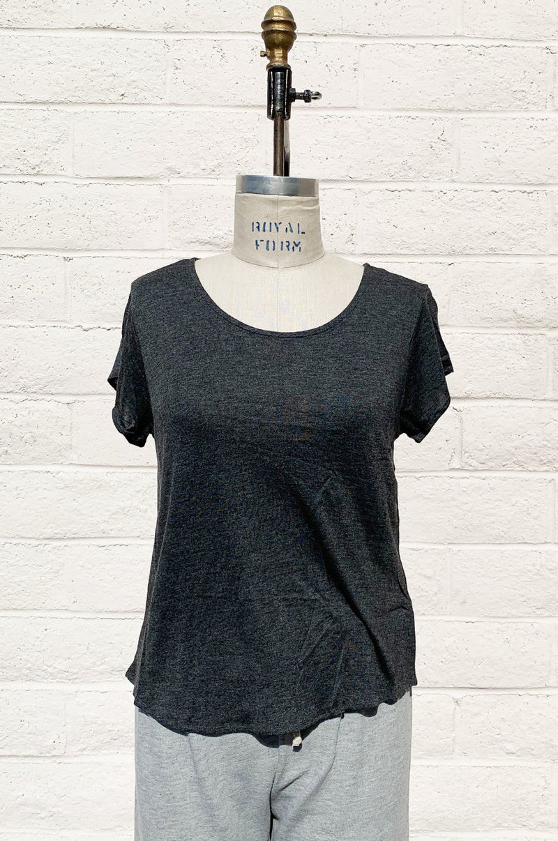 CROP TEE IN CHARCOAL