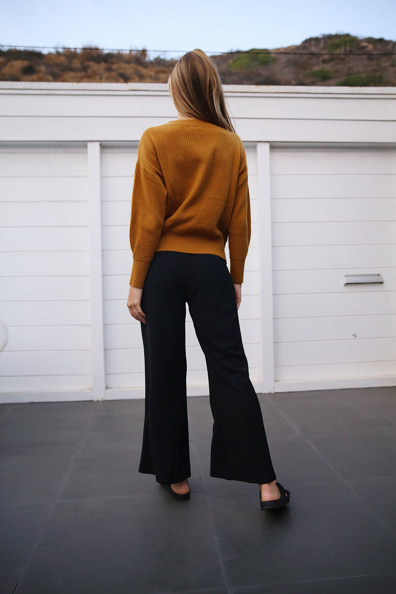 Model wearing the lady & the sailor Cropped Relaxed Pant in Black Airflow.