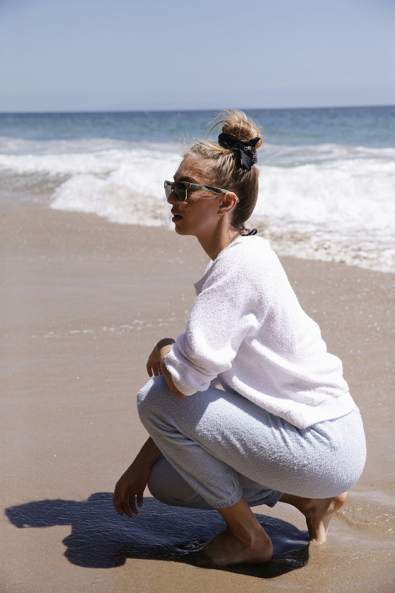 Model wearing the lady & the sailor Scoopneck Billow Sweatshirt in White Boucle.