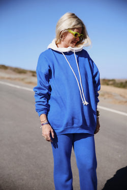 Model wearing the lady & the sailor The Sandi Sweatshirt in Laguna Blue Fleece.