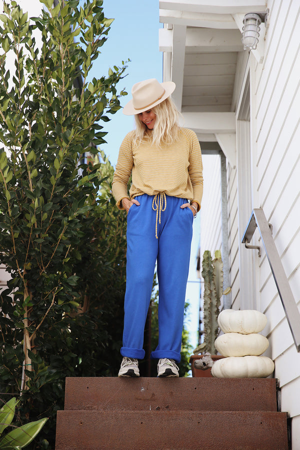 Model wearing the lady & the sailor The Heather Pant in Laguna Blue Organic Cotton.