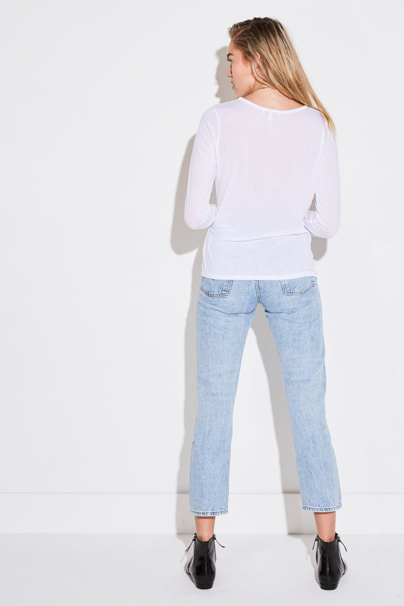 Model wearing the lady & the sailor Relaxed L/S in white tencel.