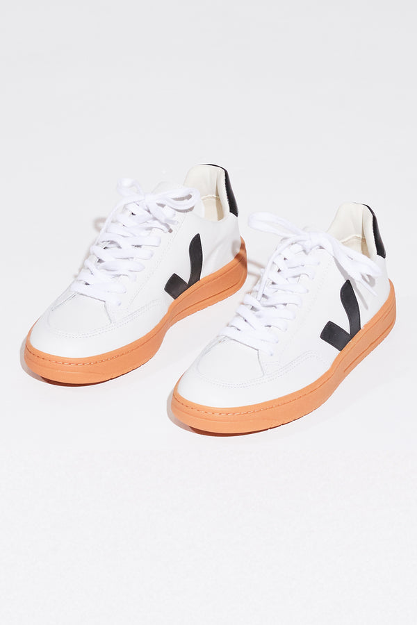 Veja V-12 B-Mesh in extra white, black and natural sole.