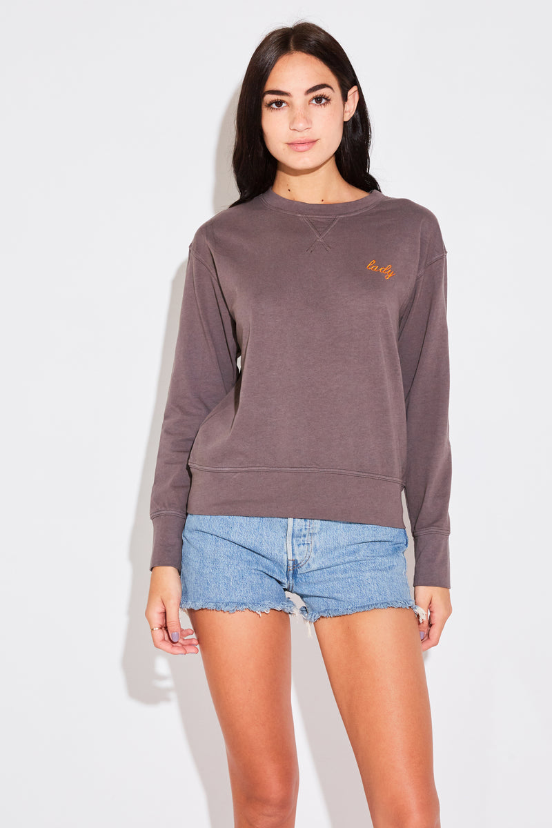 EMBROIDERED VARSITY CREWNECK IN SMOKE