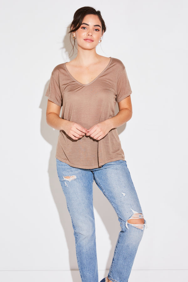 V NECK TEE IN TAUPE