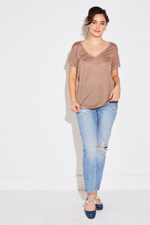 Model wearing the lady & the sailor V Neck Tee in taupe tencel.