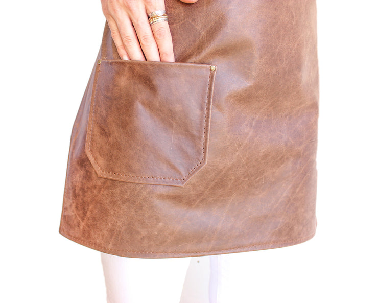 brown-leather-apron-small-pocket-up-close