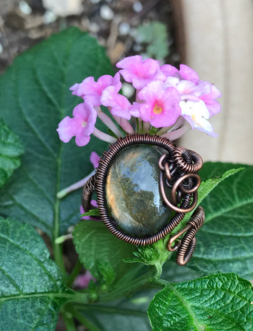 Labradorite and woven copper ring. Adjustable size