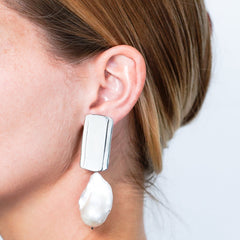 Slow Plateau with Baroque Pearl Earrings