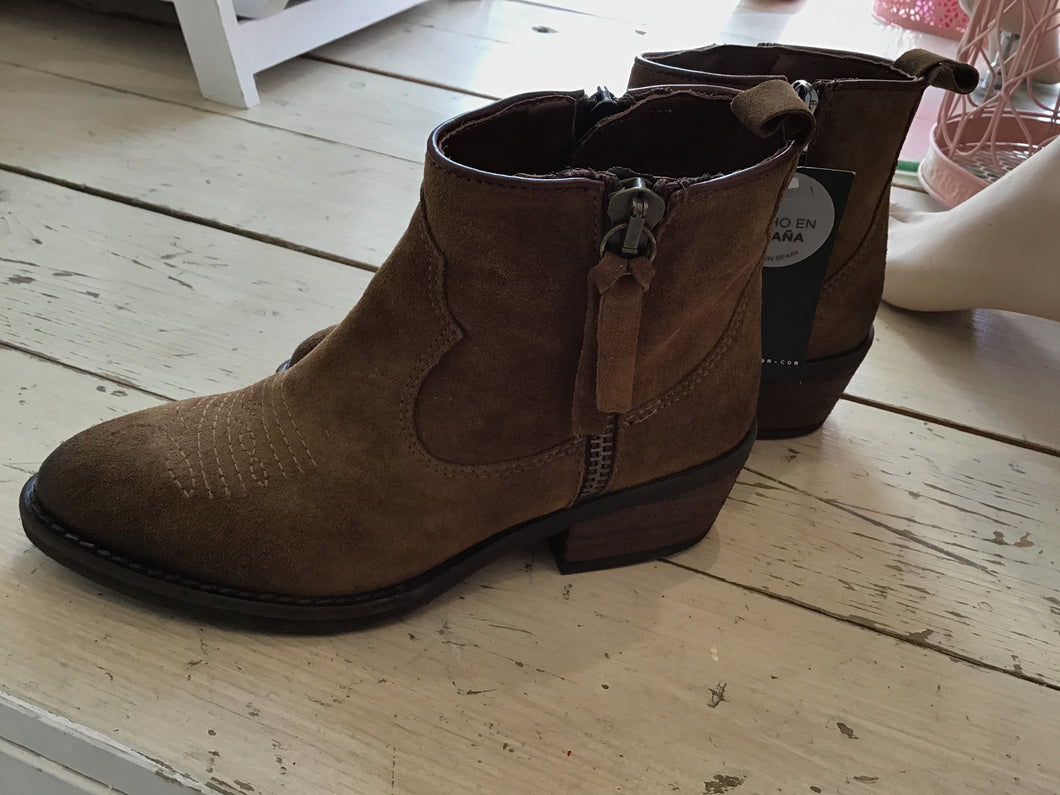 Alpeteam Brown Suede Embroidered Boots