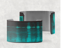 Load image into Gallery viewer, sound shadows sound art wide cuff bracelet with unique sound in caviar black and turquoise