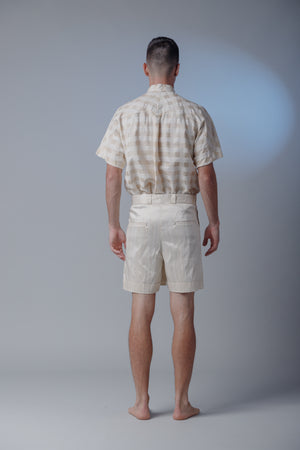 Shorts Off-White com Pregas