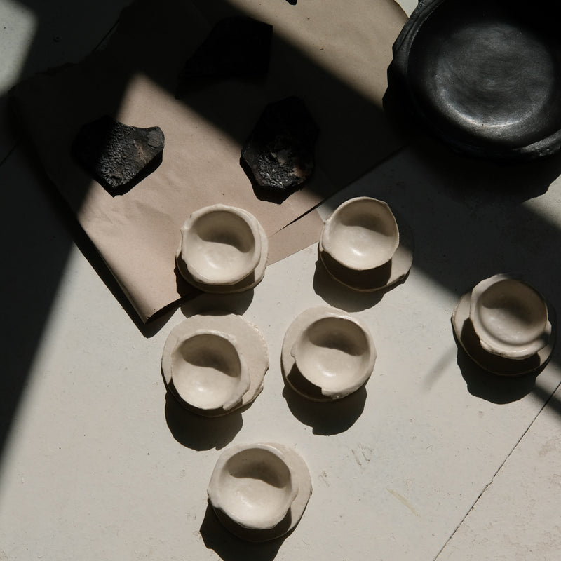 Pièces issues de la collection N02 de Yellow Nose Studio chez Brutal Ceramics
