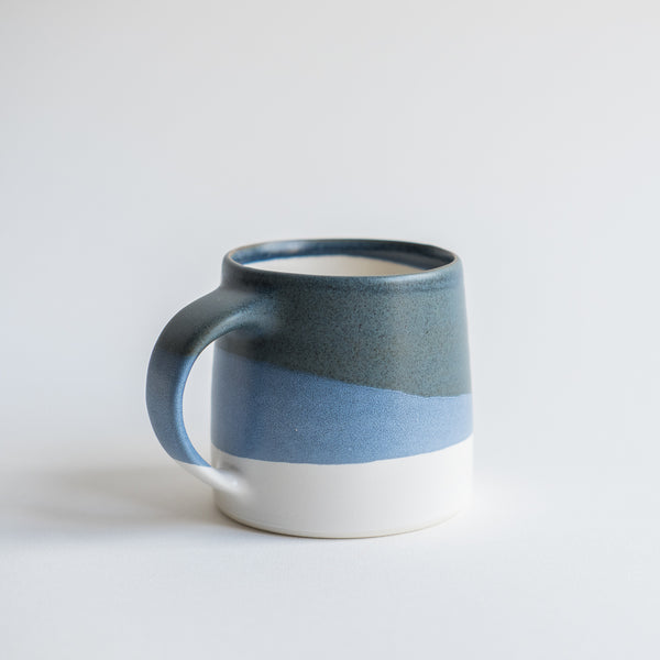 Mug conçu par le fabricant japonais Kinto,issu de la collection Slow Coffee Style.