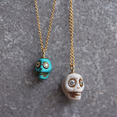 HOWLITE TURQUOISE MINI SKULL GOLD PENDANT NECKLACE FOR HALLOWEEN