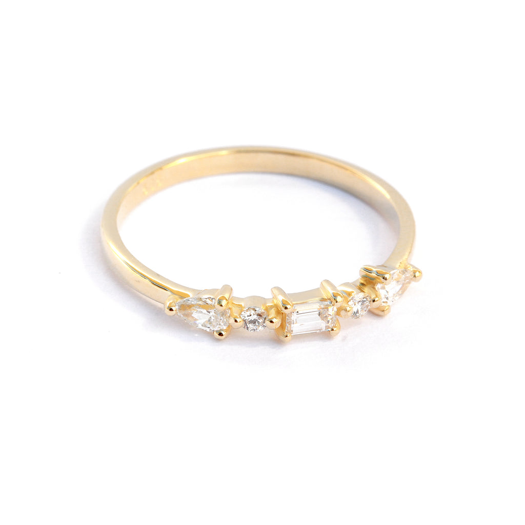 Delicate Baguette & Pear Diamond Wedding Band 'Totem'