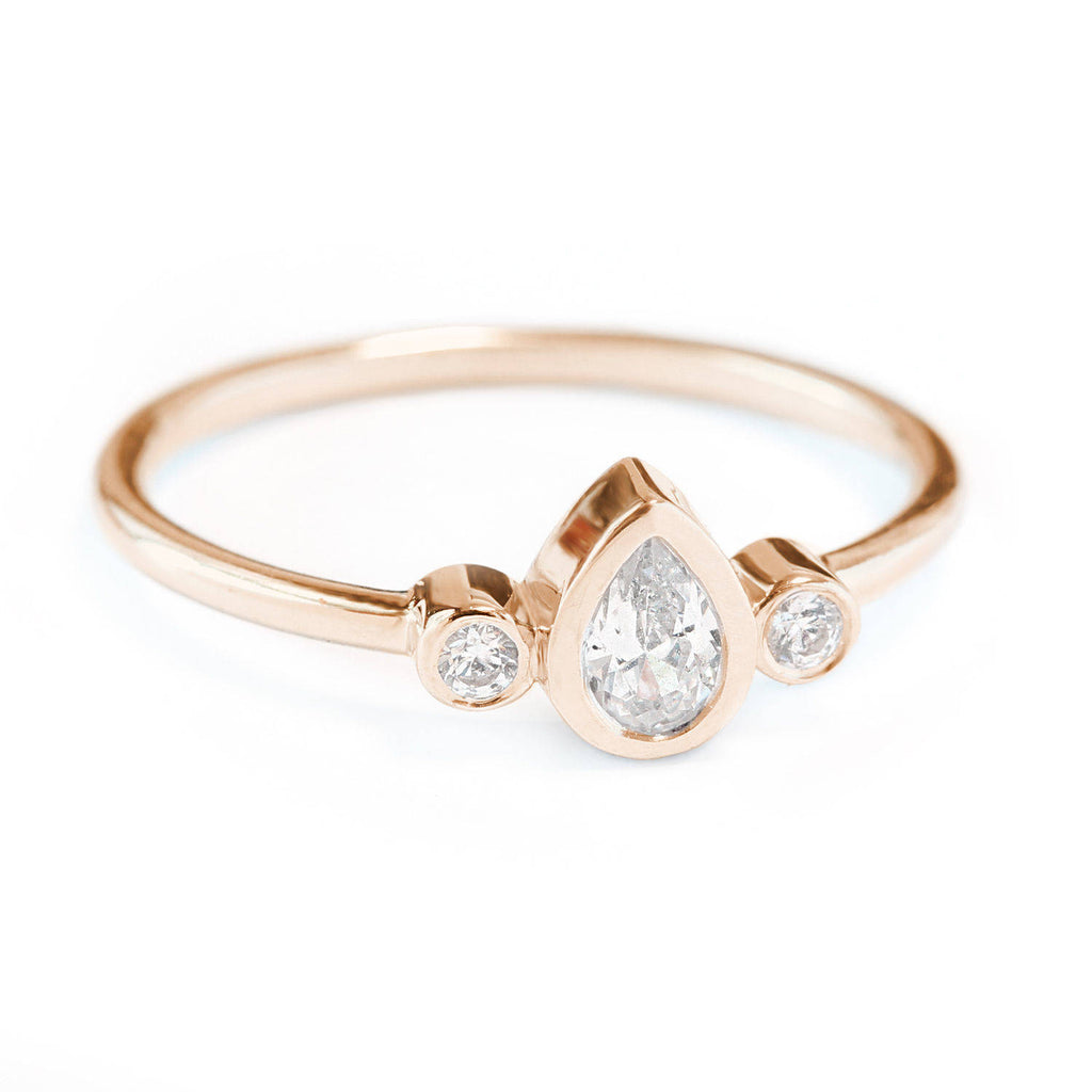 Minimal Pear Diamond Ring Libi