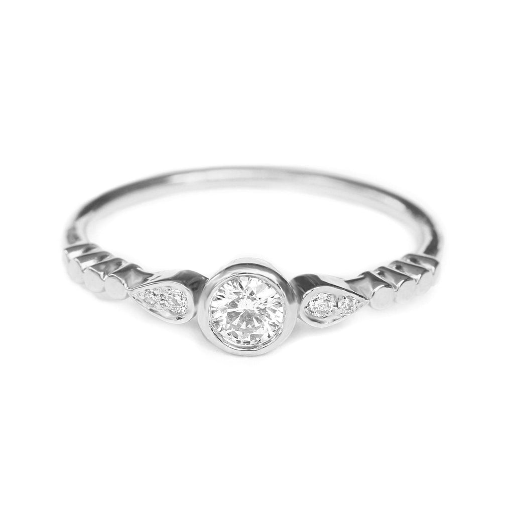 Milano Minimal Dainty Diamond Ring