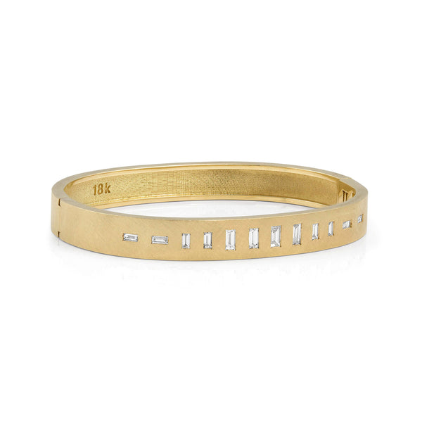 TIZZ 18k Gold Diamond Bangle
