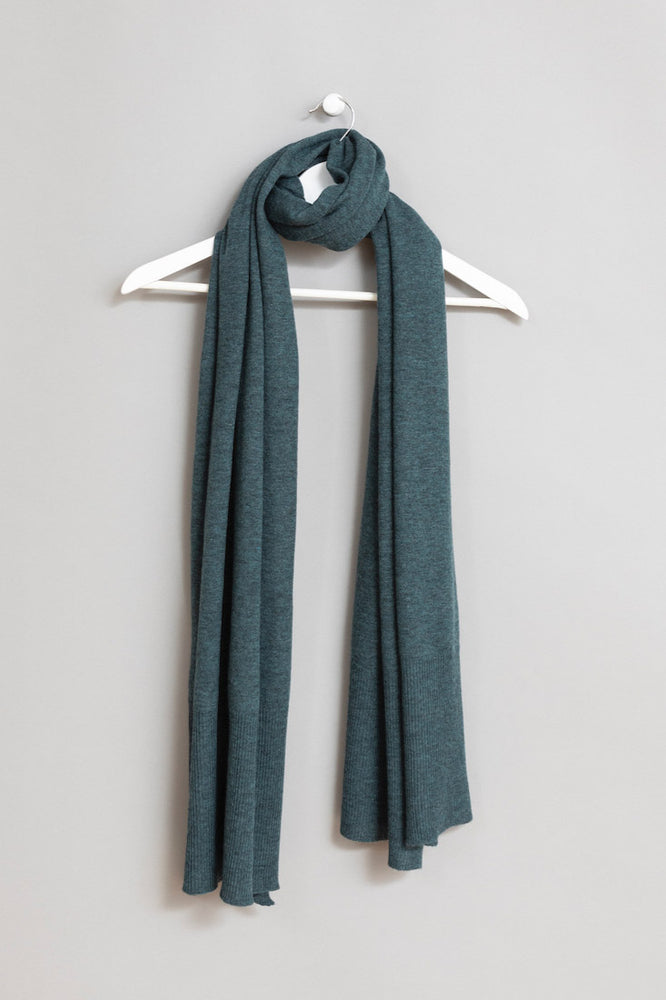 Load image into Gallery viewer, Merino Edge Rib Scarf
