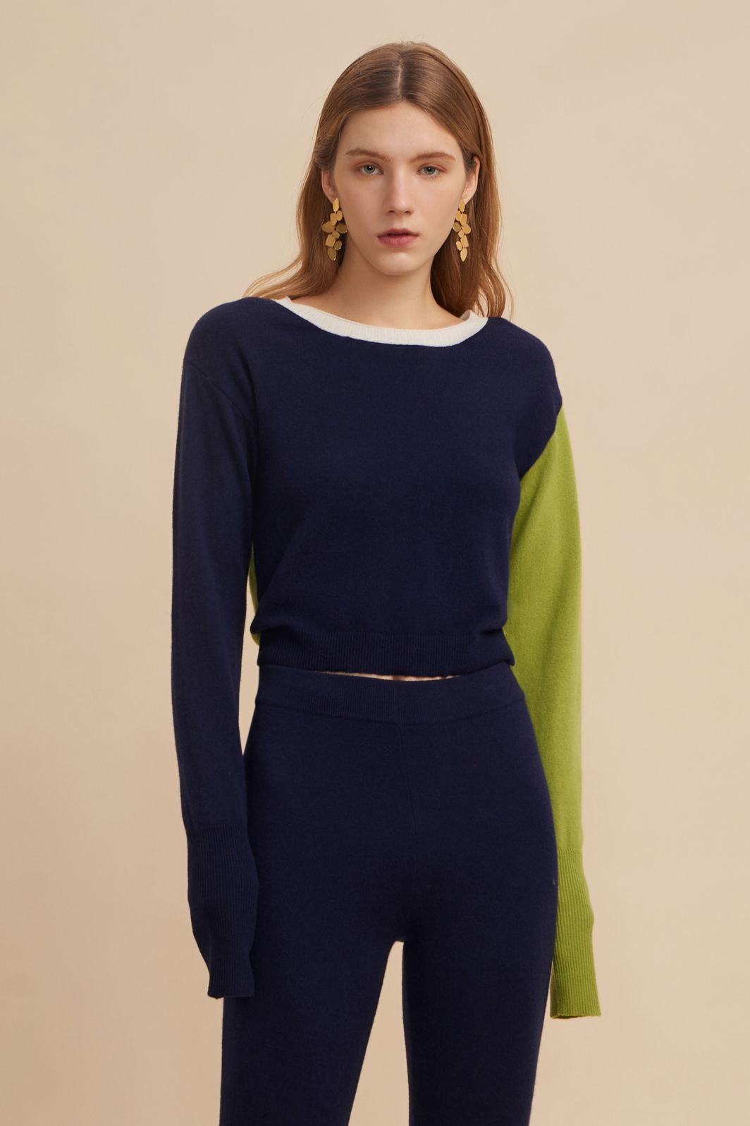 cashmere sweater, cashmere wool, cashmere wool sweater, color block sweater, color block crop top, color block top, navy sweater, navy cashmere sweater, navy sweater women, navy sweater outfit, cropped cashmere sweater, cropped sweater, cropped sweater top, cropped knit sweater, navy cashmere sweaters, navy sweater women, crew neck cashmere sweater, crew neck sweater womens,