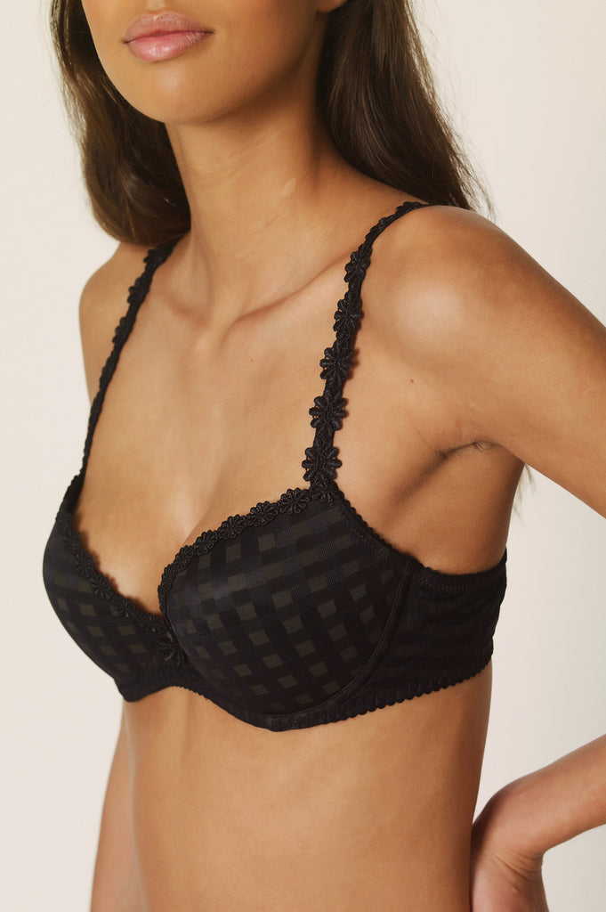 AVERO Super Push-Up in Black