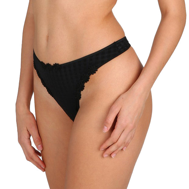 AVERO Thong in Black