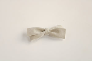 Velour Ice Grey Cynthia Bow