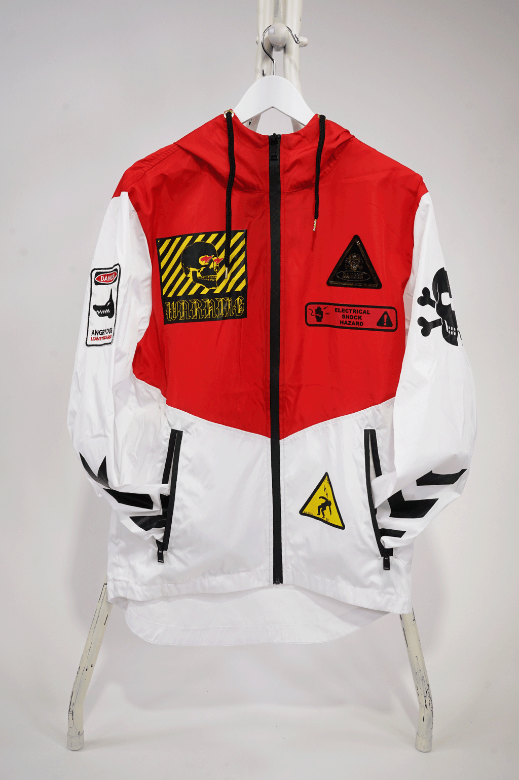 AAO FASHION MENS PRINTED WINDBREAKER W/ PATCHES
