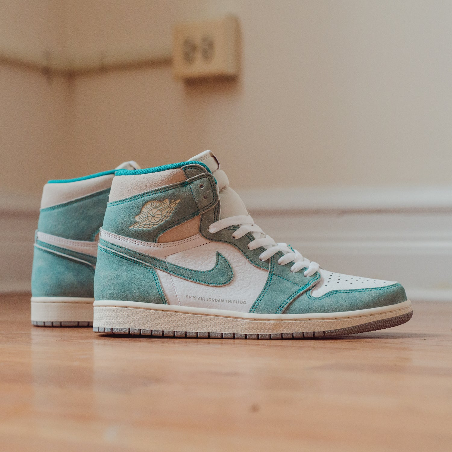 84148c78bfca Men s Air Jordan 1 Retro High OG Turbo Green 555088-311