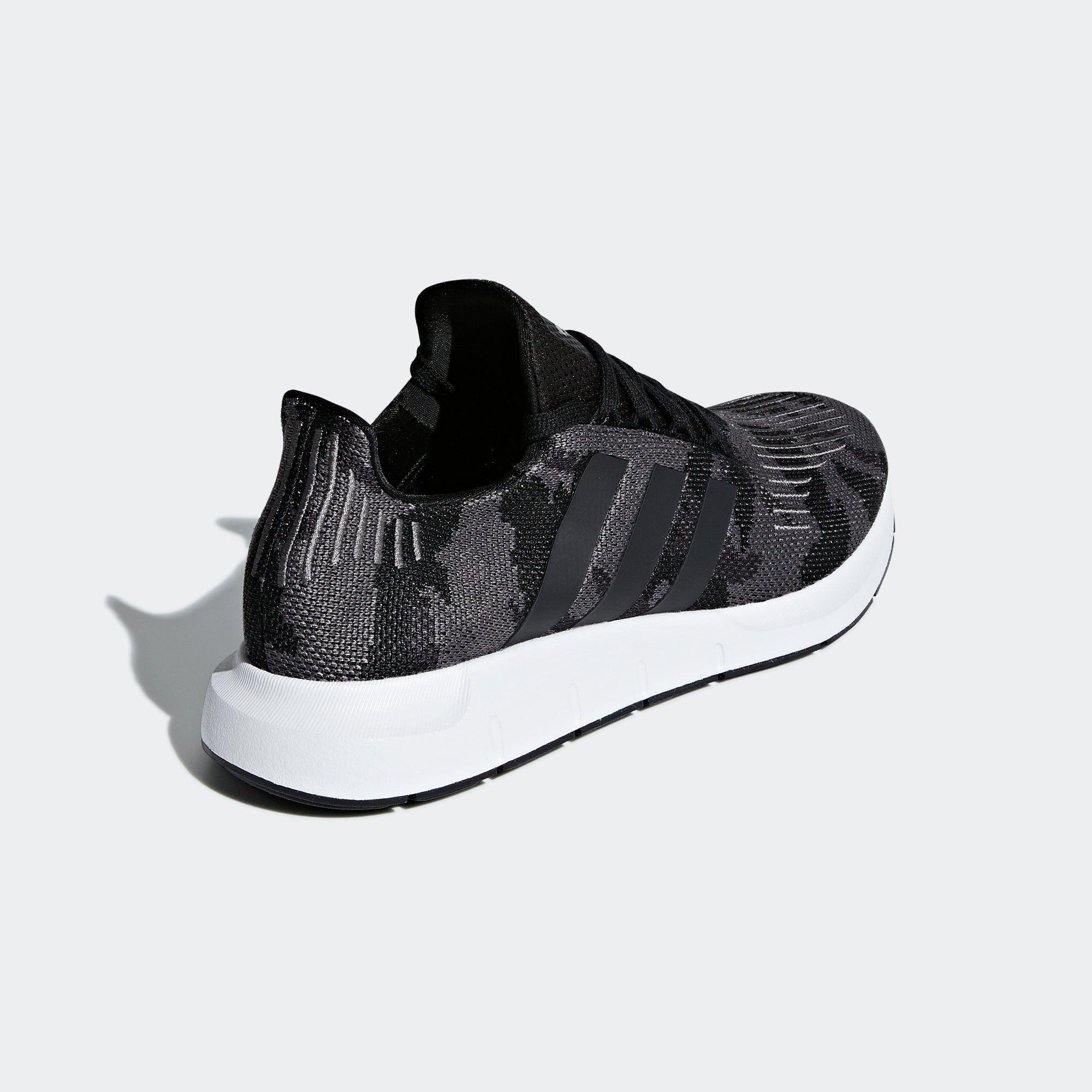 Tormenta Sensación Color de malva  adidas Swift Run Shoes Black Camo BD7977 | Chicago City Sports