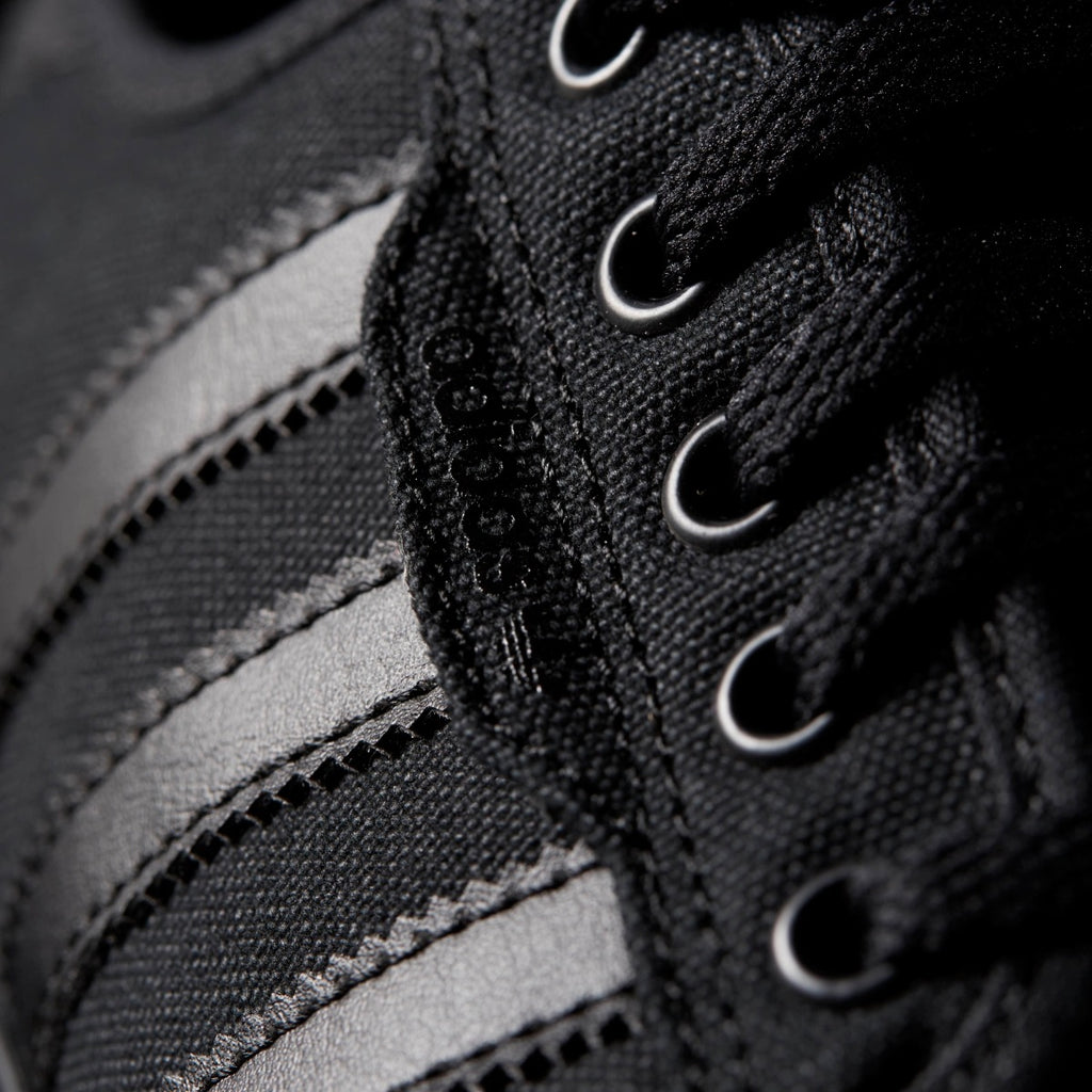 Men's adidas Originals Seeley Shoes Black AQ8531 | Chicago City Sports | detailed laces view