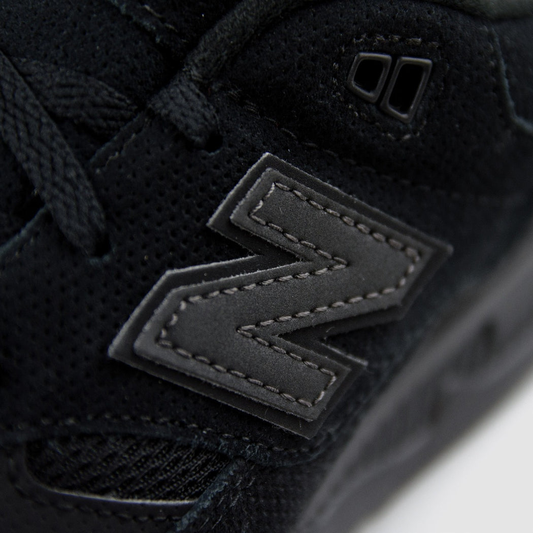 Kid's New Balance 530 Shoes Black Suede
