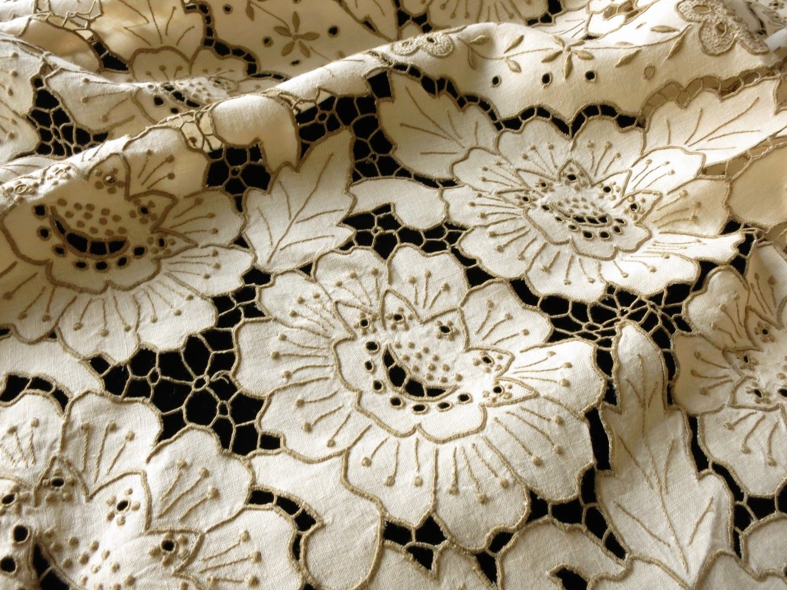 "Antique Madeira Embroidery Cutwork 64"" Round Tablecloth & 6 Napkins"